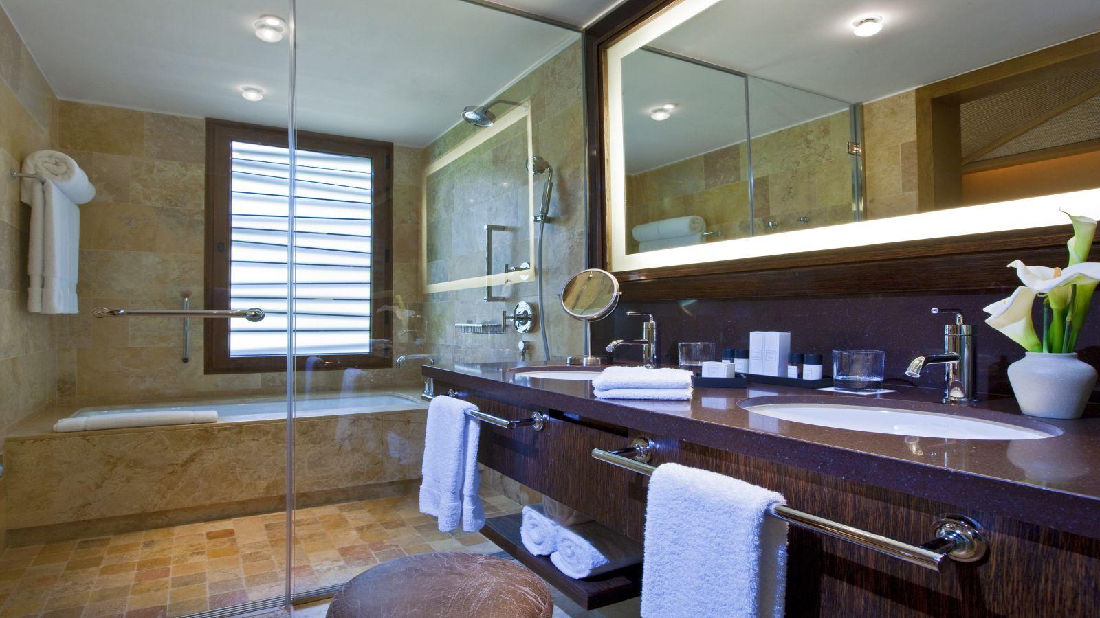 Banheiro do Quarto Superior, no Hotel Tambo del Inka