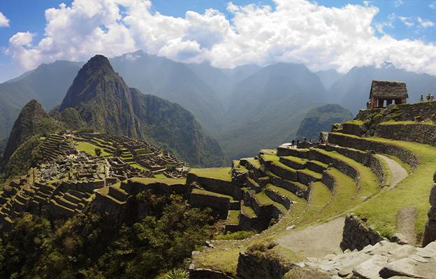 Contemple a vista de Huayna (ou Wayana) Picchu